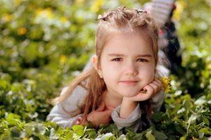 איך זה שתביני שאת ילדה קטנה יעזור לך להתמודד עם אכילה רגשית?